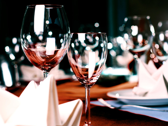 wine glasses in restaurant on table