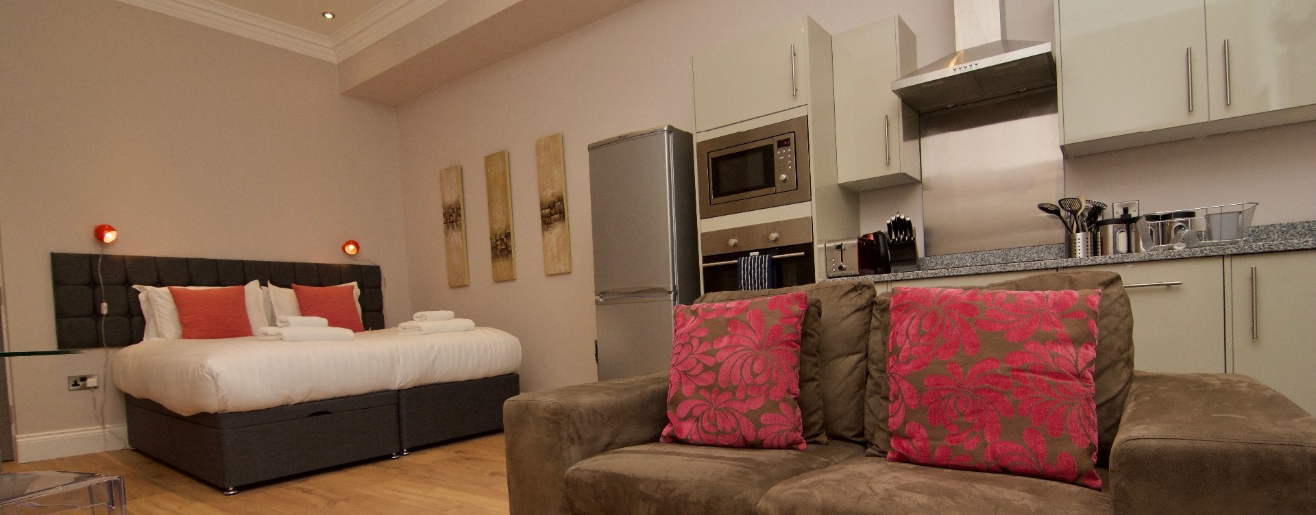 Harrogate Lifestyle offers stylish Studio one bathroom apartment for 1 or 2 people with double or twin bed set up facility. For Bookings Call now - 01423 568820