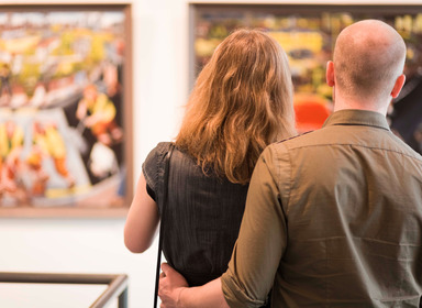 couple in a gallery
