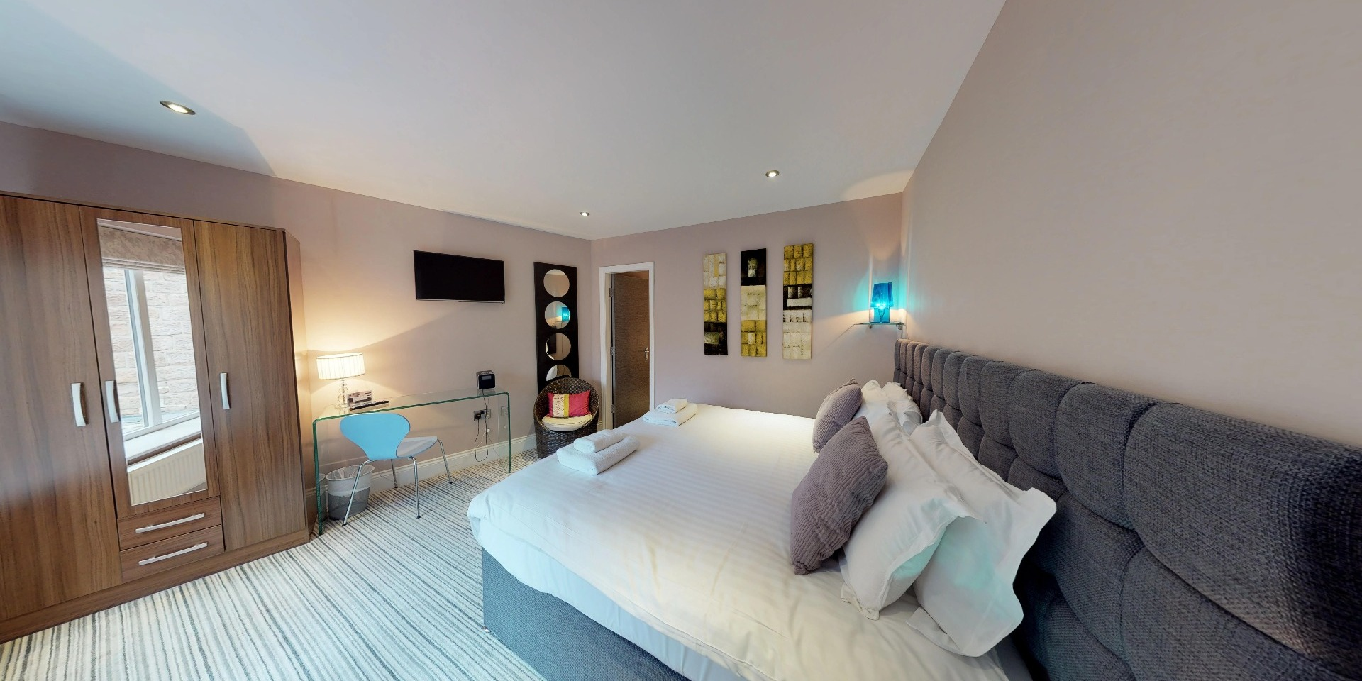 Harrogate Lifestyle offers stylish two bedroom one bathroom apartment for up to 4 people with double or twin bed set up facility. For Bookings Call now - 01423 568820